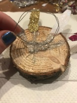 Attach wire circle to make a napkin ring